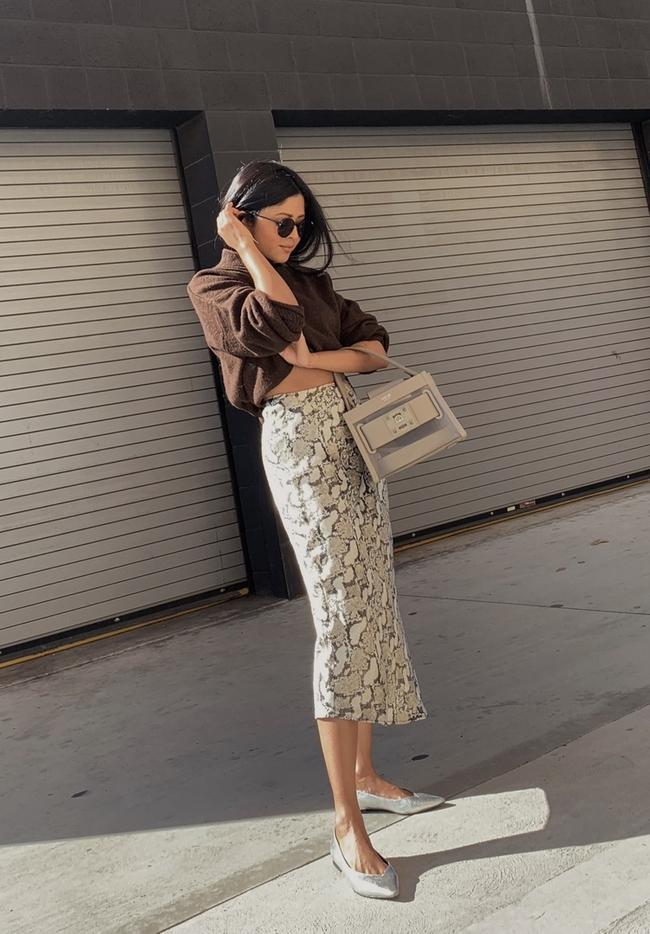 Shop the latest @walkinwonderland in H&M, Fine-knit Sweater - Brown